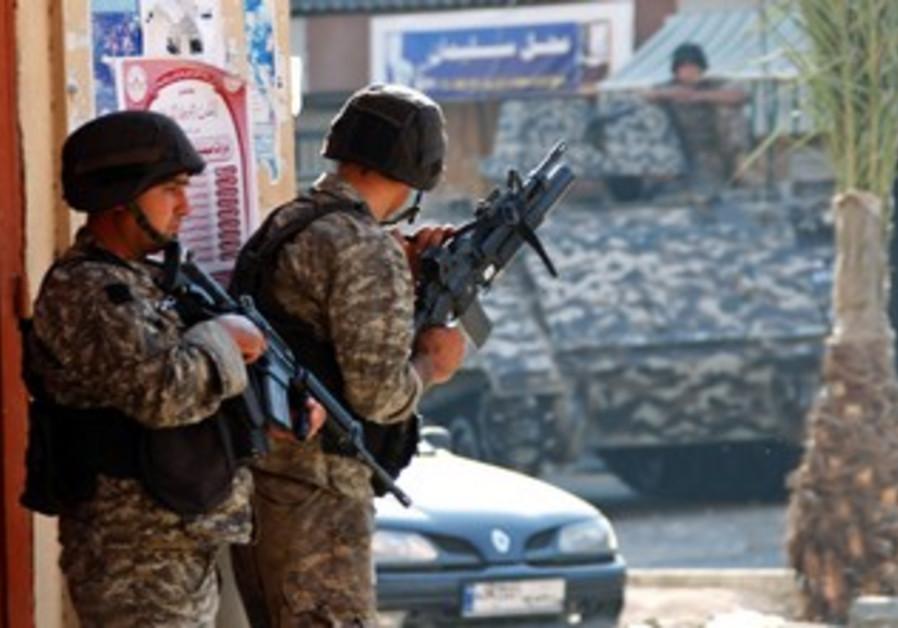 Lebanese soldiers in Bab al-Tebbaneh neighborhood