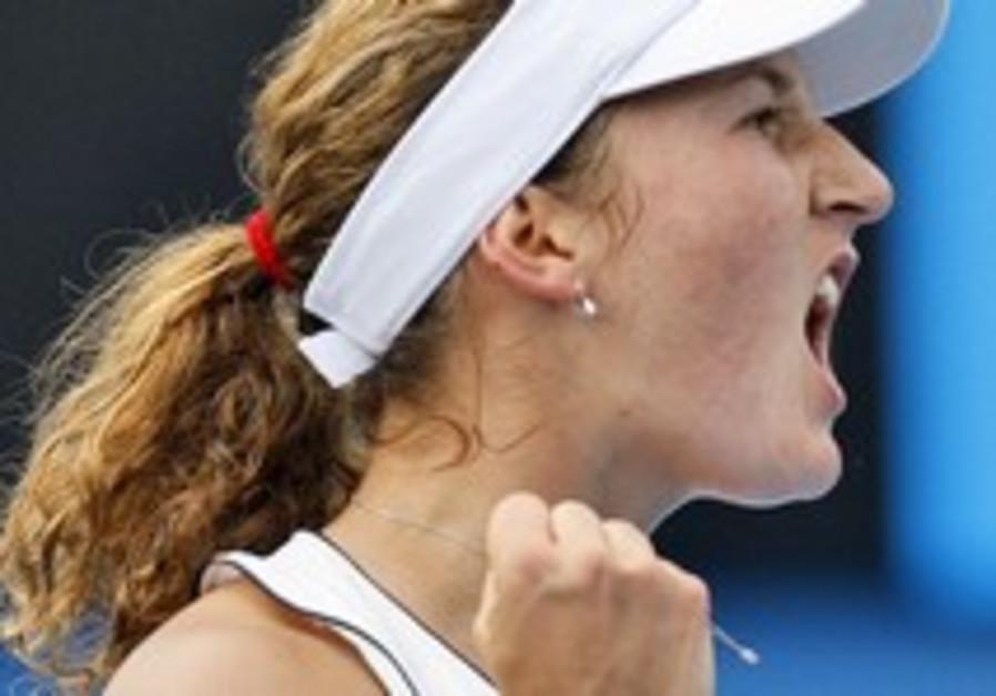 Tennis: Pe'er advances to quarters
