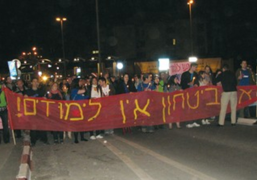 Hebrew U students take part in a candlelight march