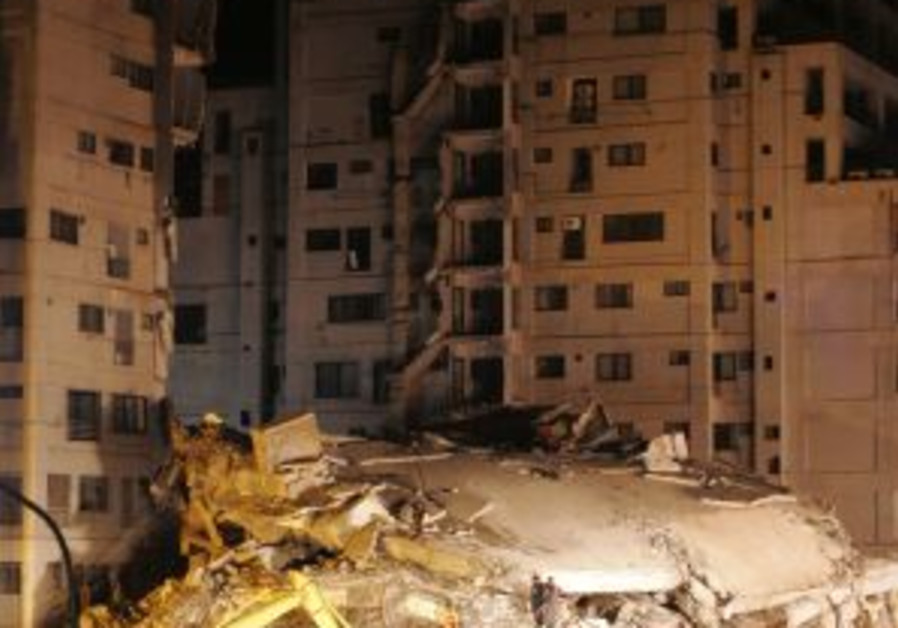 collapse towers earthquake pakistan rescue 88 298