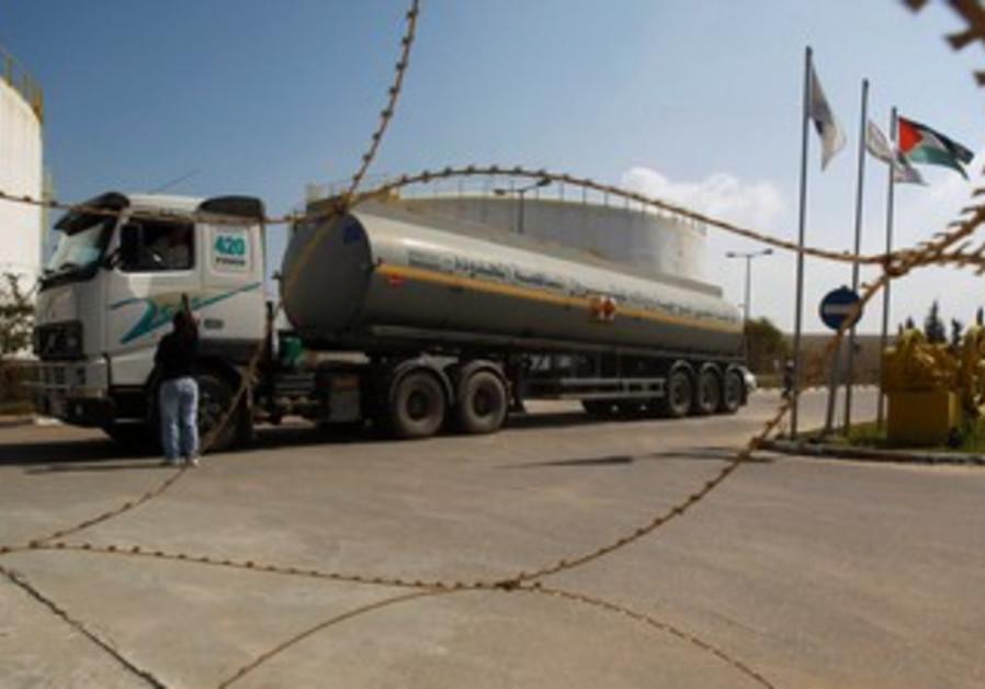 Fuel tanker arrives at plant in Gaza