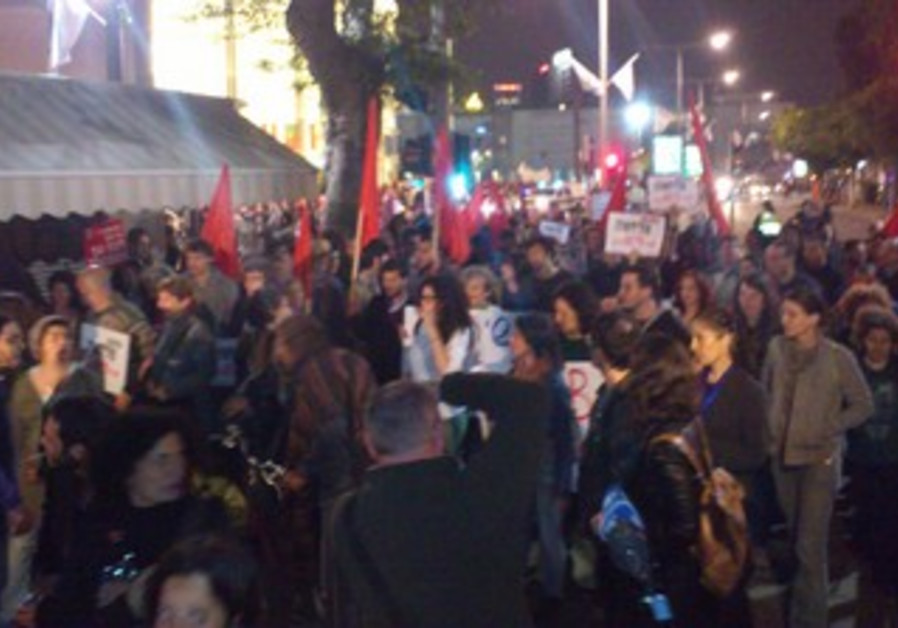 Tel Aviv rally against war with Iran