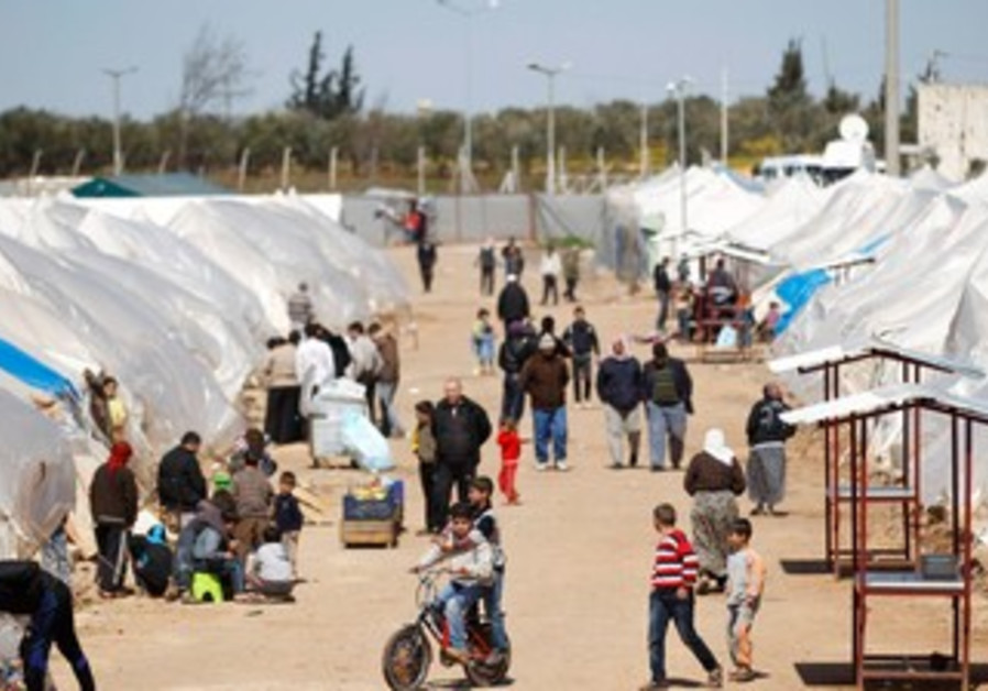 Syrian refugee camp on Turkish border