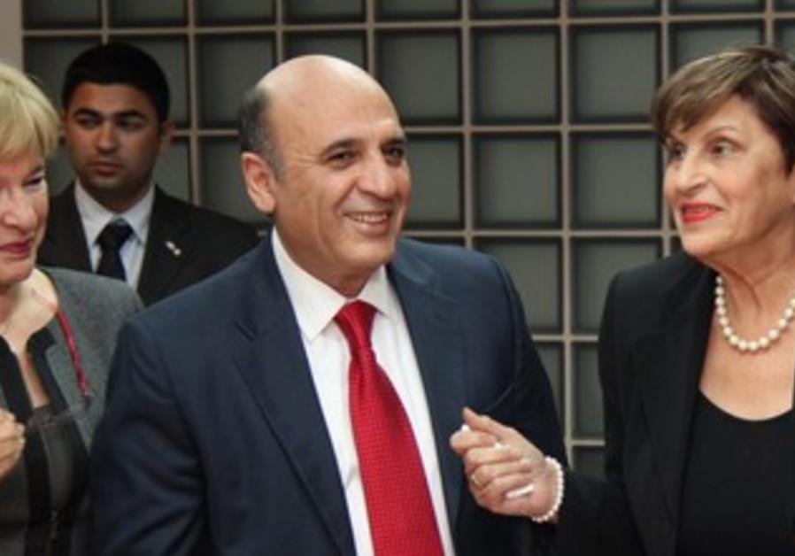 Shaul Mofaz wins Kadima primary.