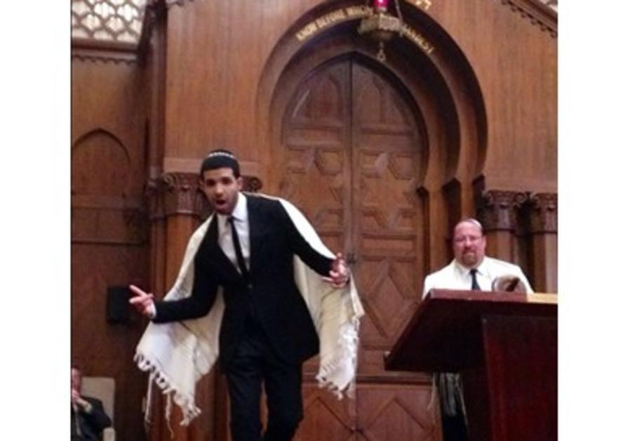 Drake rapping in synagogue