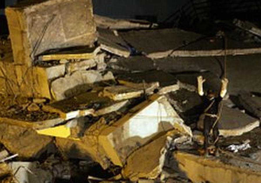 pakistan rescue wreckage