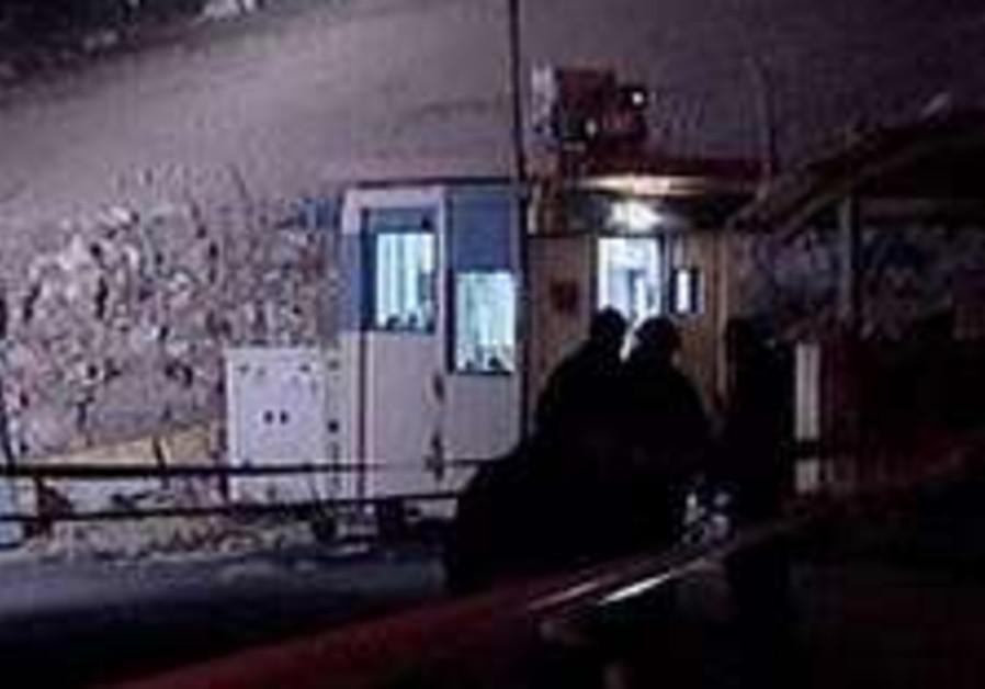 'J'lem cell suspected of killing cops'
