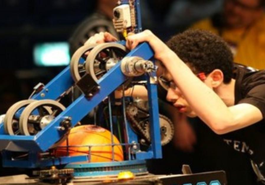 High-schoolers built basketball robots