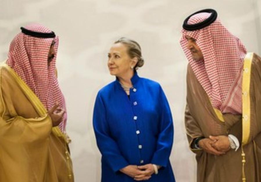 Clinton meets Saudi and Kuwaiti FMs in Riyadh