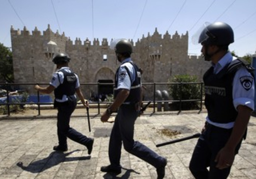 Police walk near Jerusalem's Damascus Gate [file]