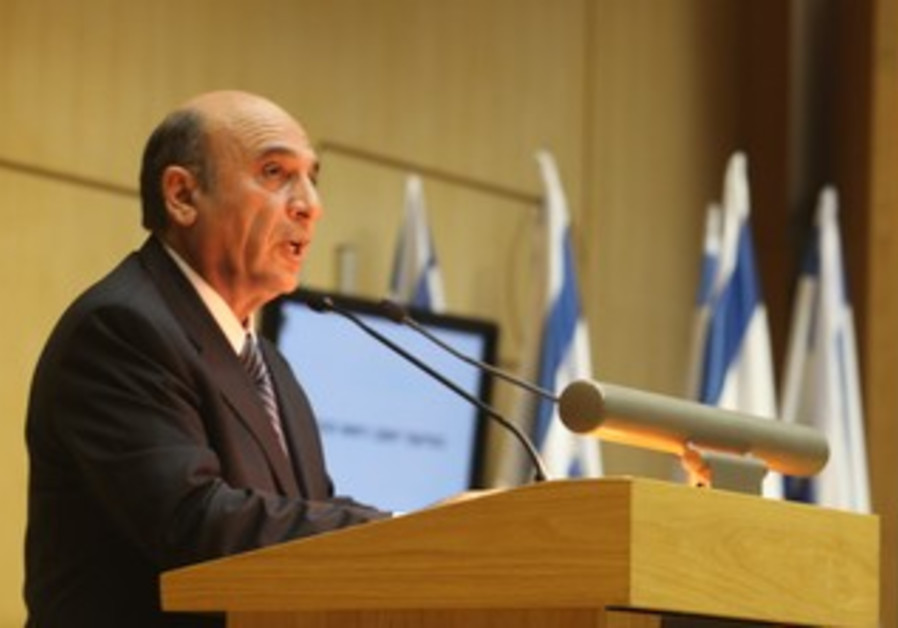 Mofaz speaks at Knesset