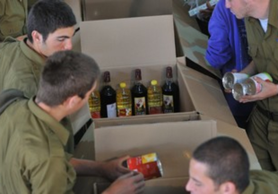 Soliders help pack food boxes for needy