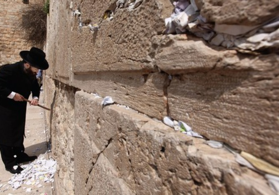 Cleaning notes from the Western Wall