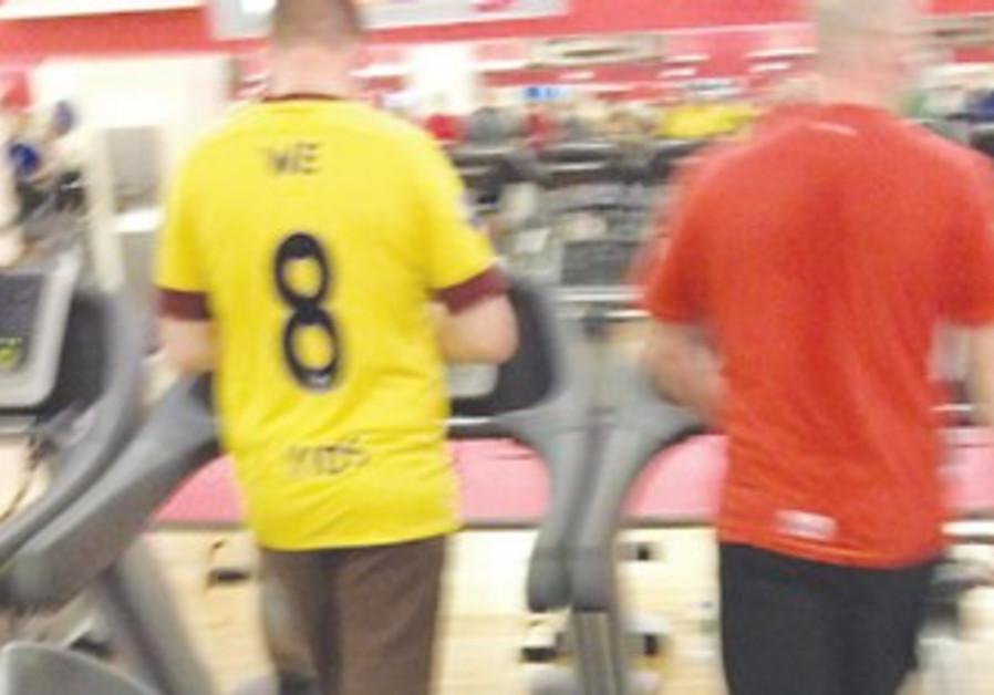 'We 8 Yids' Arsenal football jersey