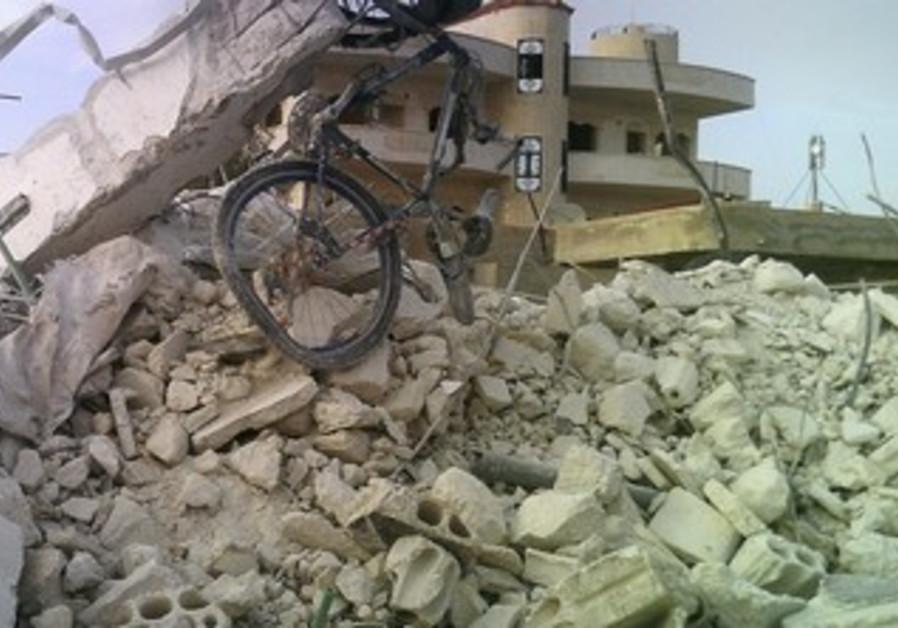 Damaged building in Taftanaz, east of Idli