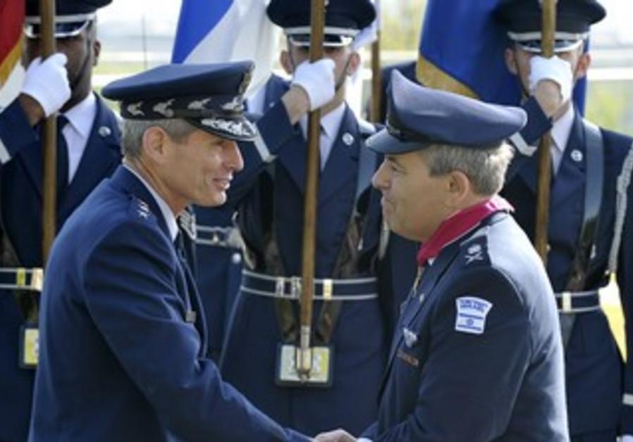 Nehushtan receives award from USAF chief Schwartz