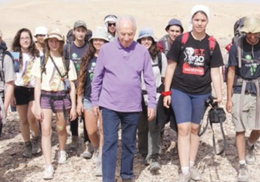 Peres on the tourist trail