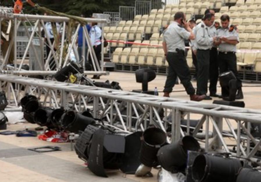 Lighting rig falls at Har Herzl