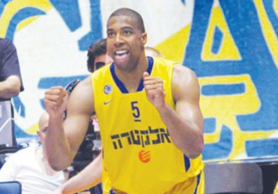 MACCABI TEL AVIV forward Richard Hendrix