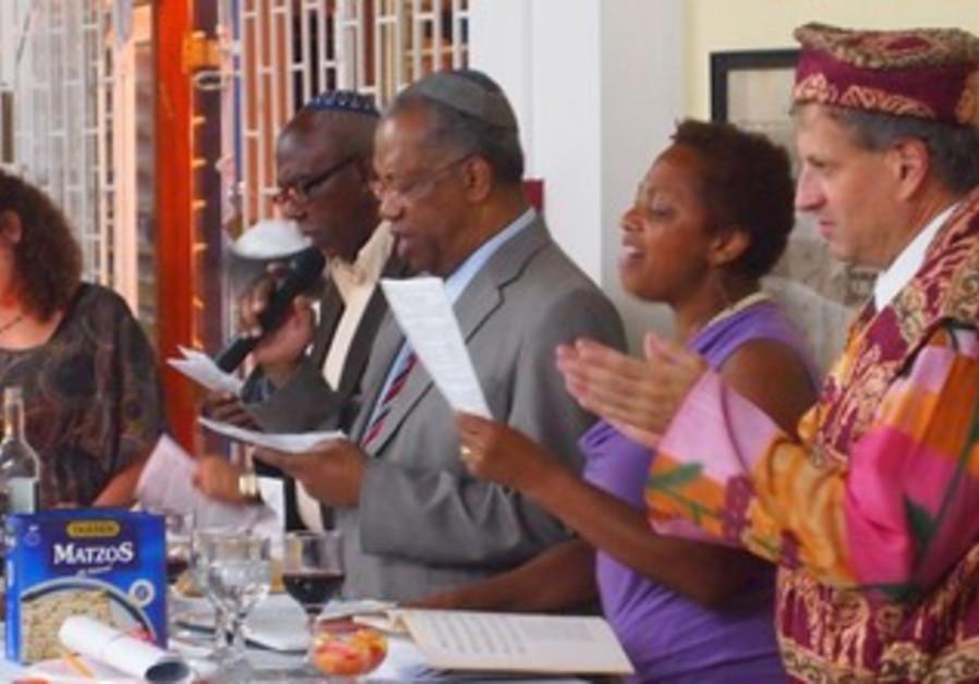 Rabbi Dana Evans Kaplan leads seder in Jamaica