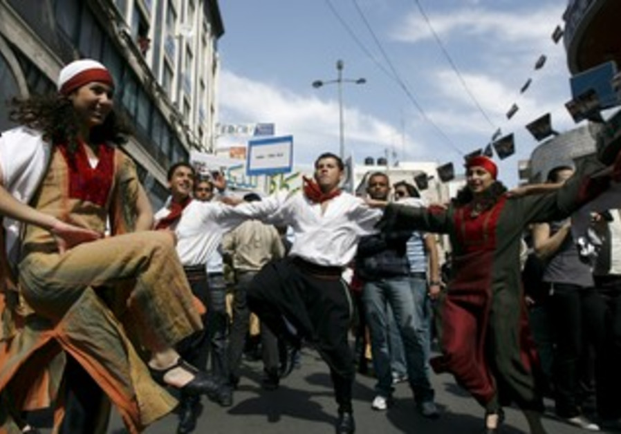 Palestinians dance in Ramallah festival [file]