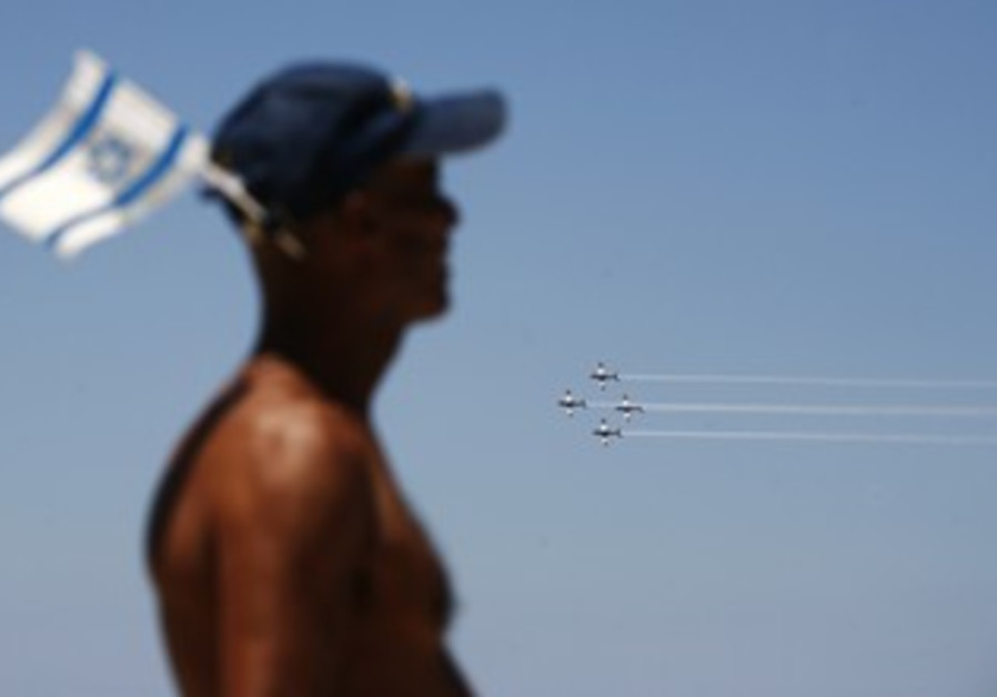 IAF flyover Tel Aviv beach Independence Day [file]