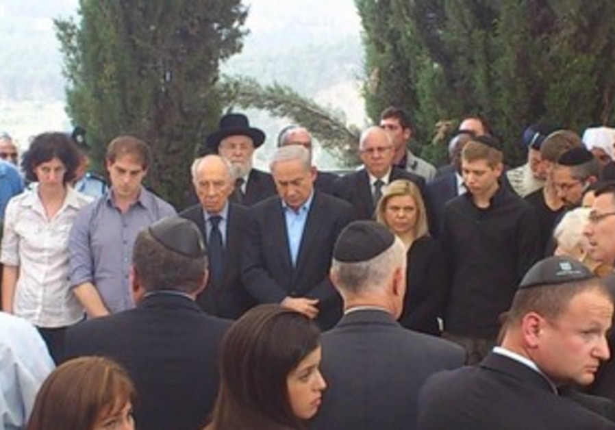 PM Netanyahu at father Benzion's funeral