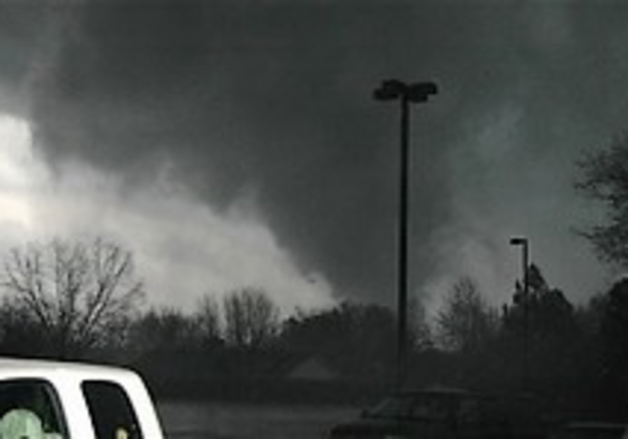 3 dead after tornado hits small town in Arkansas