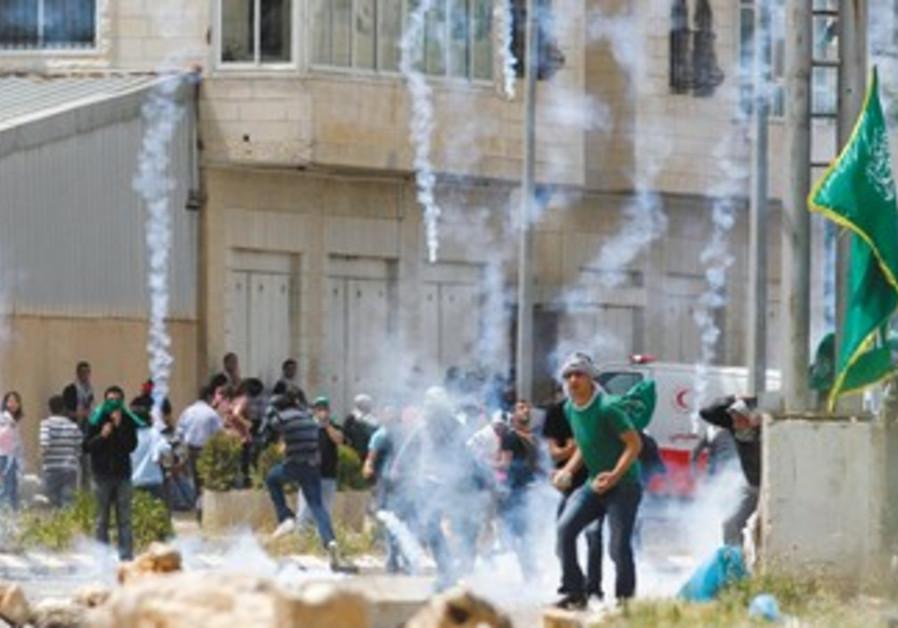 Arab stone-throwers near Ofer Prison