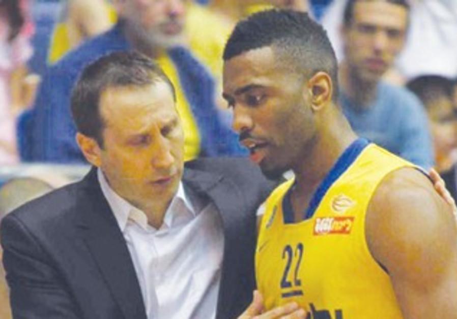 Mac TA coach david blatt, keith langford