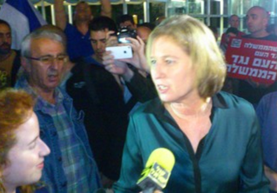 Tzipi Livni at anti-unity government protest
