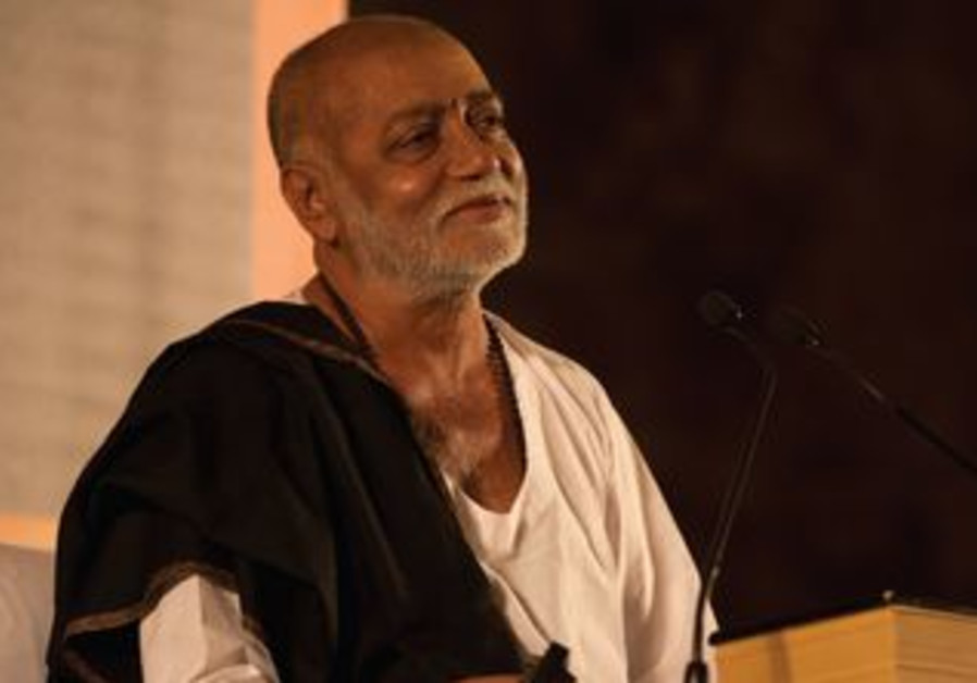 Indian Hindu preacher Morari Bapu in J'lem