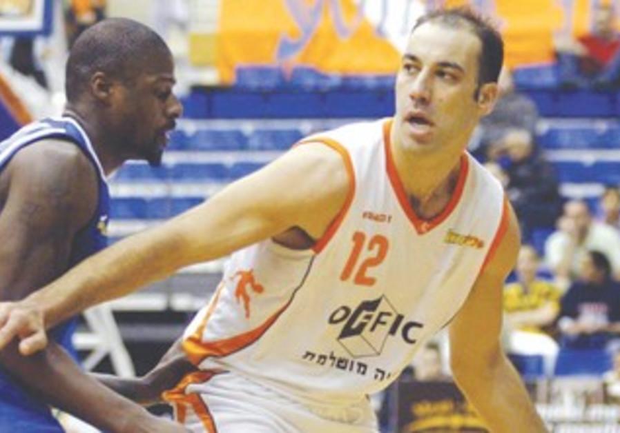 Meir Tapiro (right)