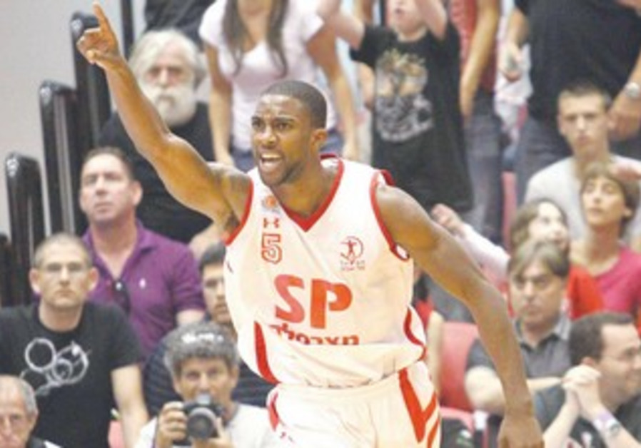 HAPOEL TEL AVIV guard Demontz Steet