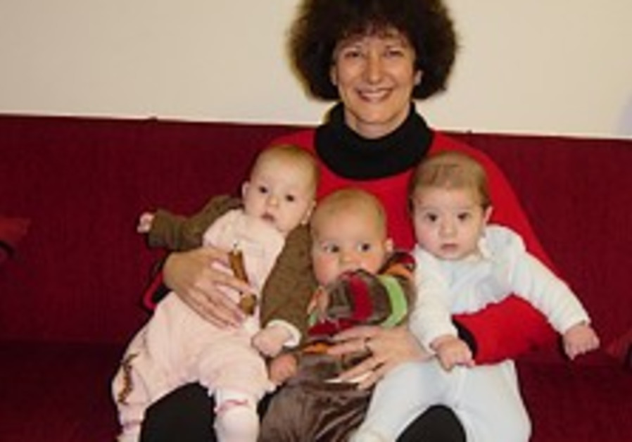 Childbirth expert: Midwifery lecture in Jerusalem