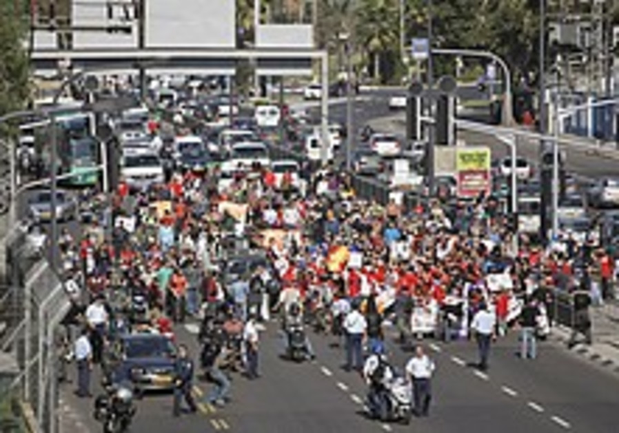 10,000 shoppers descend on Sderot