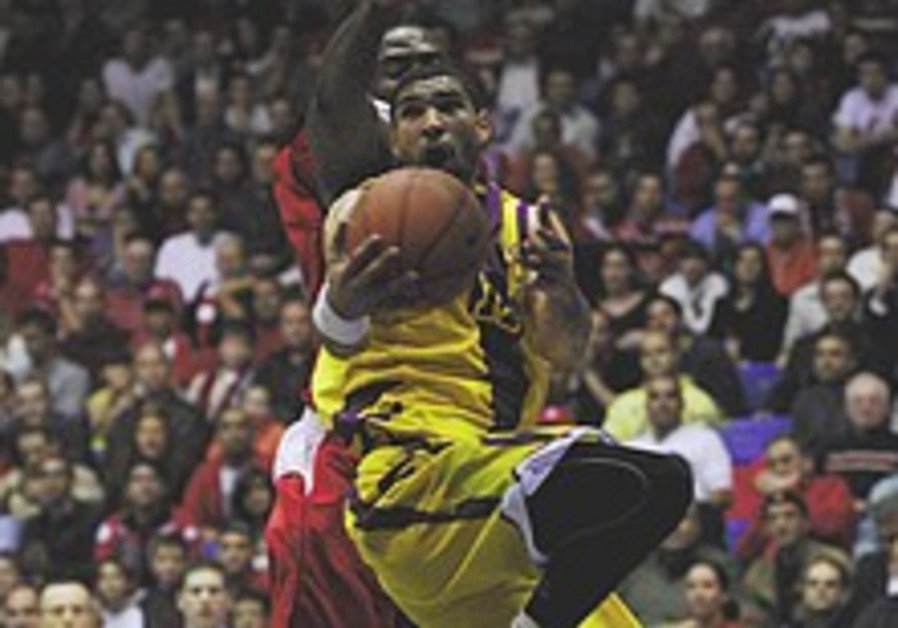 Local hoops: Holon beats J'lem in a laugher