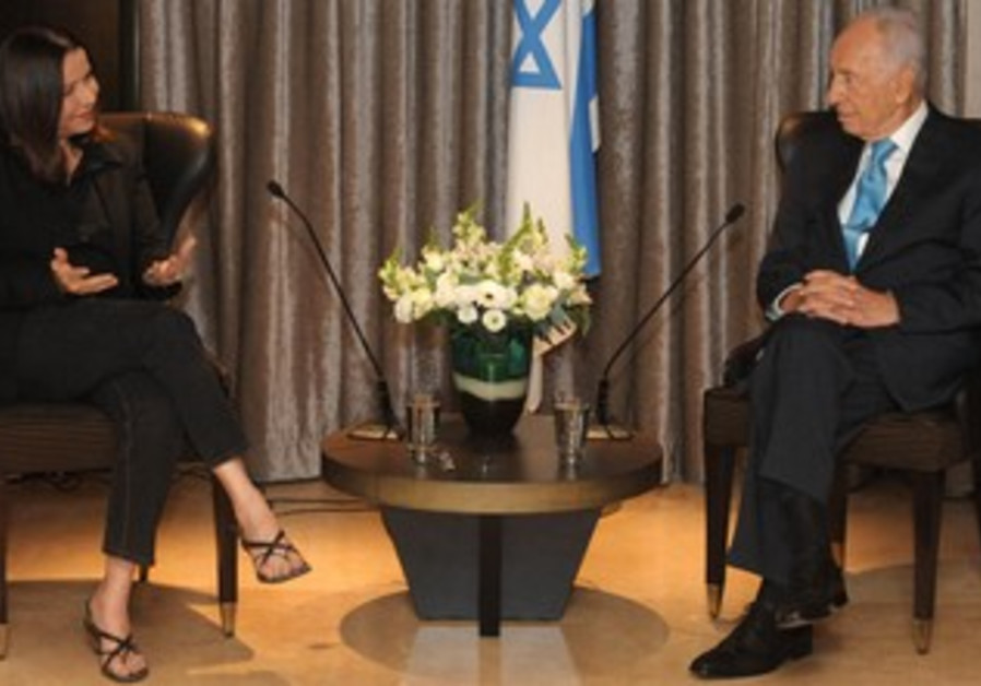 Shelly Yacimovich meets with Shimon Peres