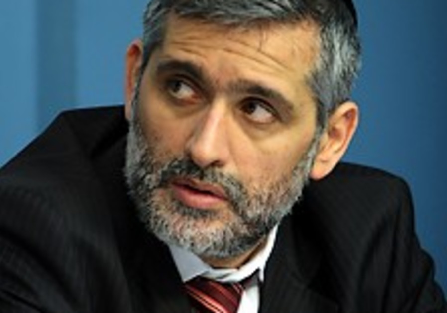 Shas signs coalition deal with Likud, giving Netanyahu 53 MKs
