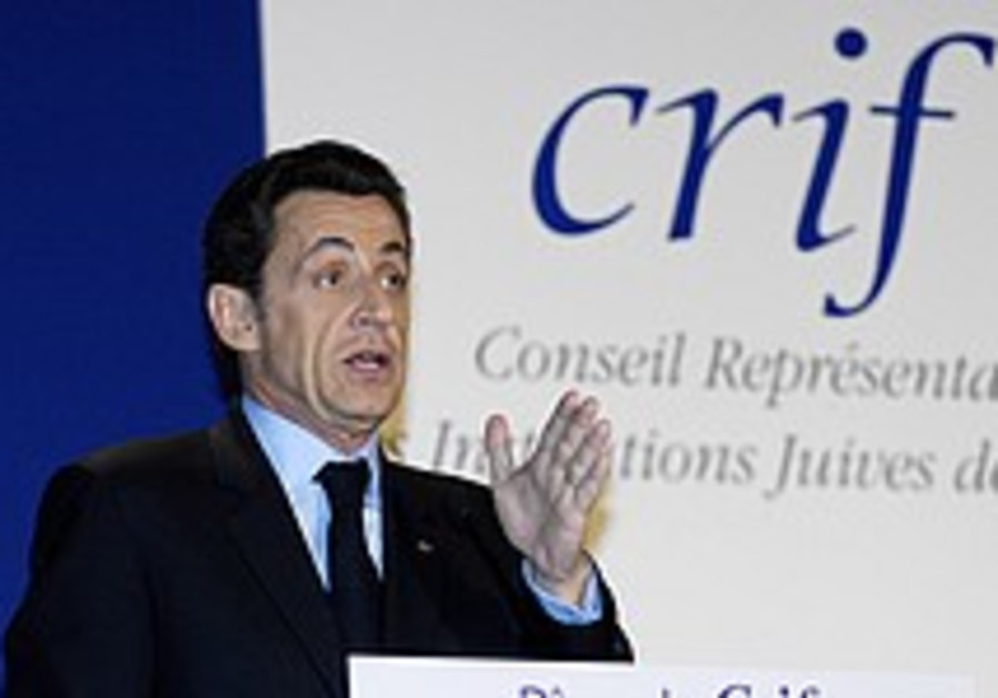 Sarkozy defends Holocaust teaching plan
