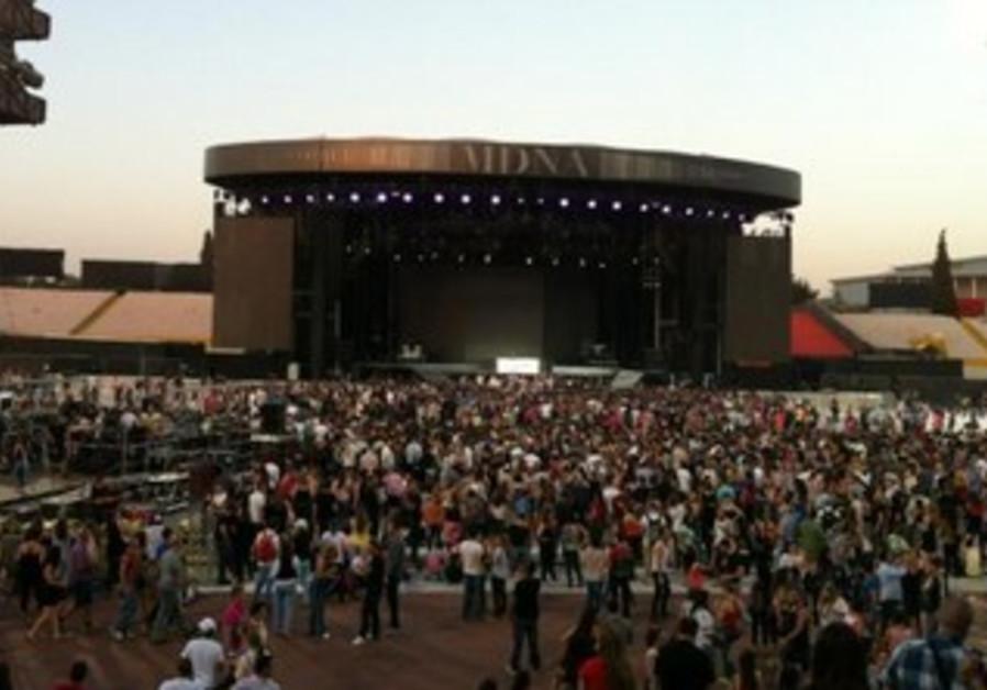 Madonna concert kicks off!