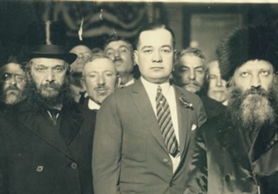 Rabbi Abraham Isaac Kook (right)