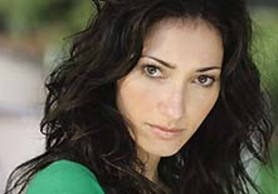 Israeli actress supplies Hebrew for Obama video