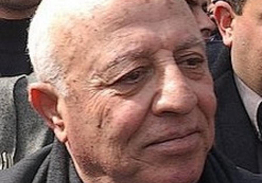 'Abbas ousts Qurei as top PA negotiator'