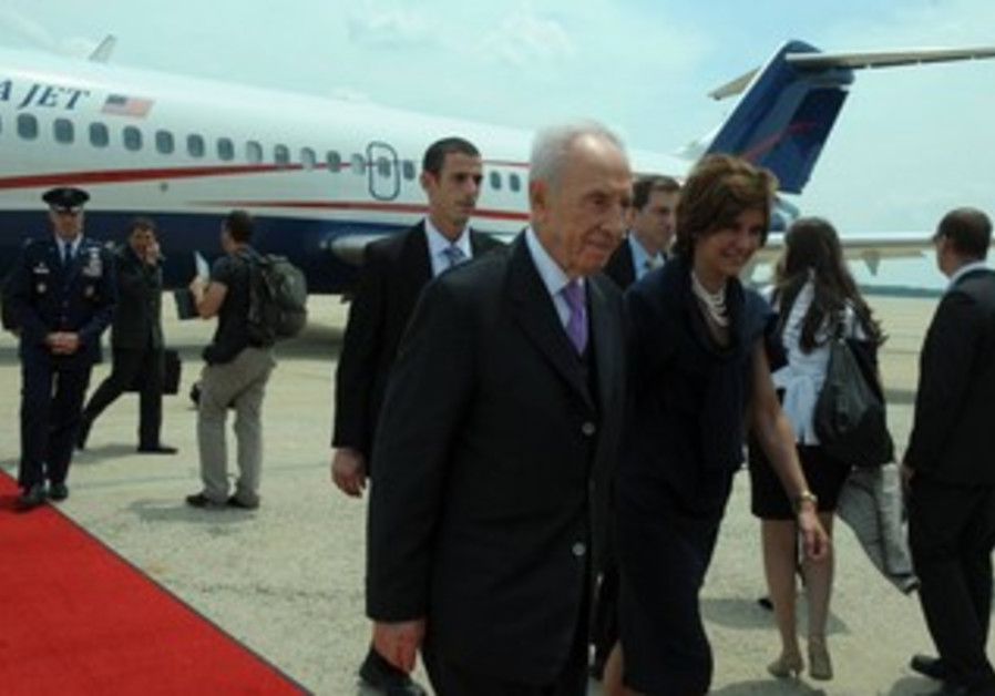 President Shimon Peres arrives in Washington