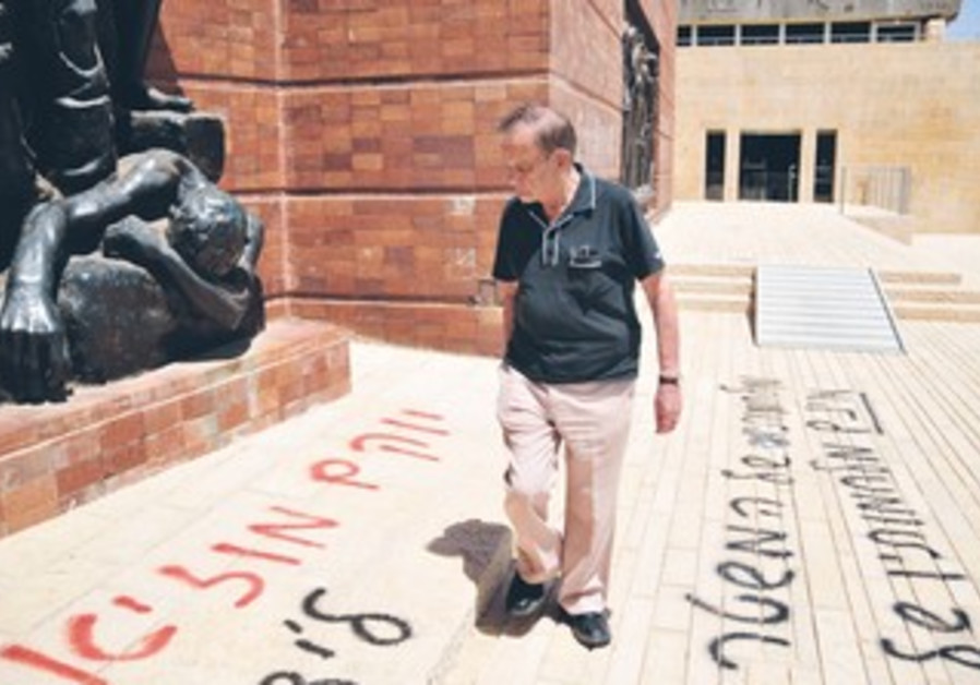 Warsaw Ghetto survivor views Yad Vashem vandalism