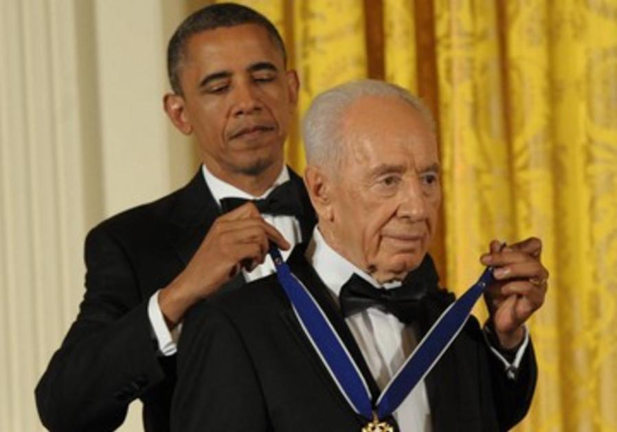 Obama awards Peres Presidential Medal of Freedom