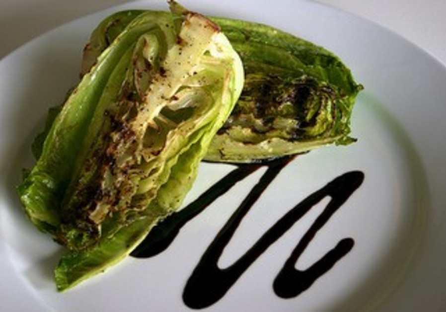 Grilled lettuce and vegetable salad