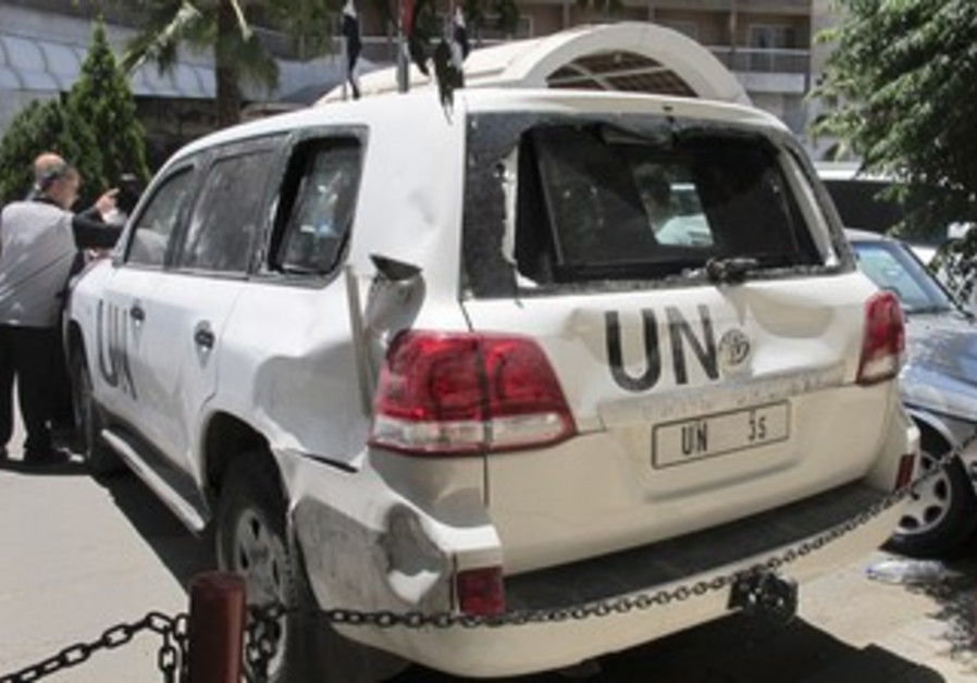 UN vehicle damaged by angry mob in Syria