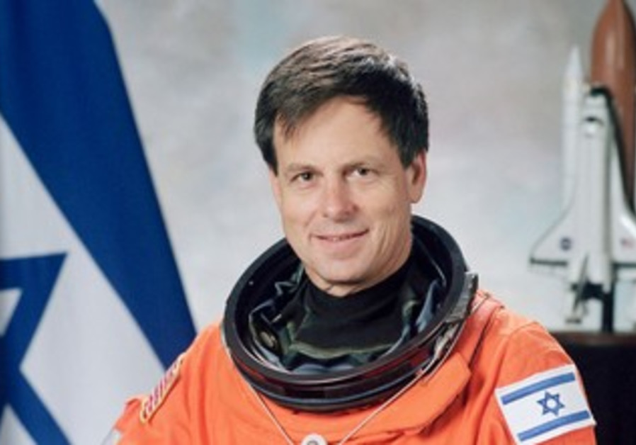 ASTRONAUT ILAN RAMON IN NASA PORTRAIT